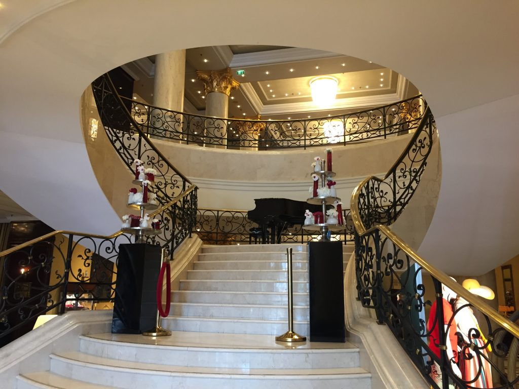 ritz-carlton-berlin-staircase