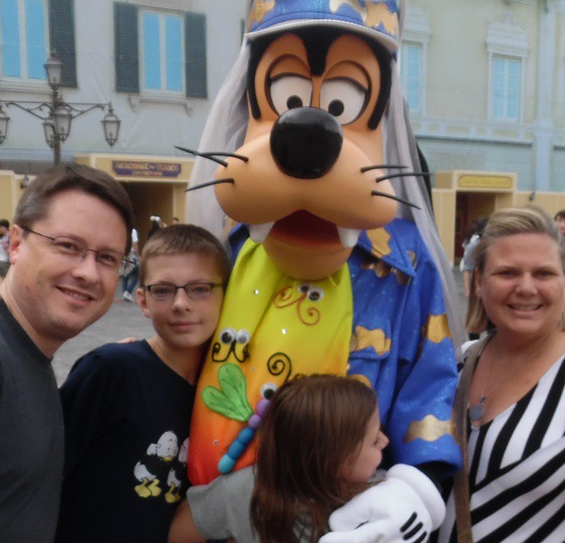 Hanging out with Goofy, Tokyo DisneySea.
