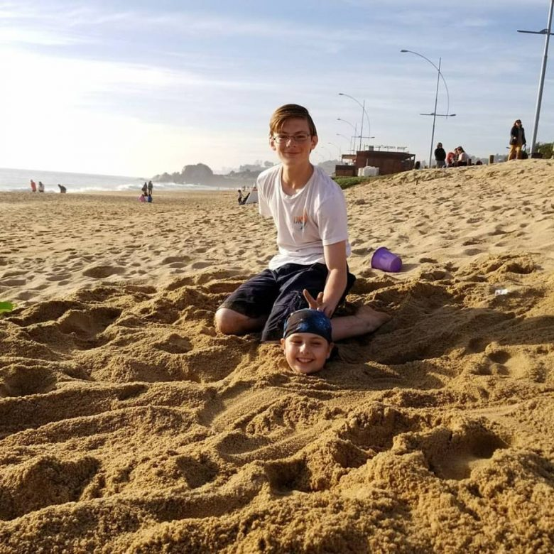 Long term family travel:What do you know: they were working together after all!  Vina del Mar, Chile, July 2017